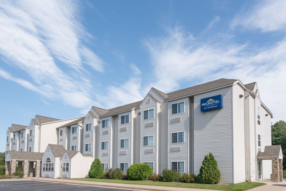 Microtel Inn & Suites by Wyndham Rice Lake: 2771 Decker Drive, Rice Lake, WI