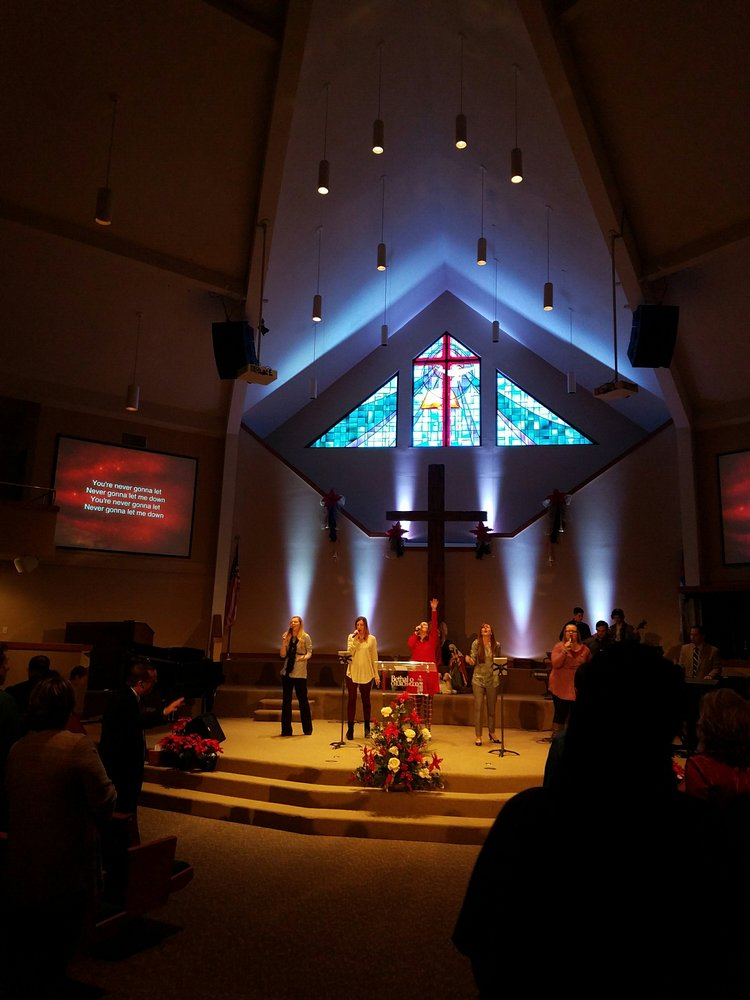 Church of God: 800 E Bethalto Blvd, Bethalto, IL