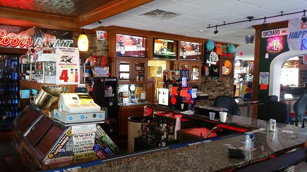 Orchard Inn Tavern: 800 N 3rd St, Effingham, IL