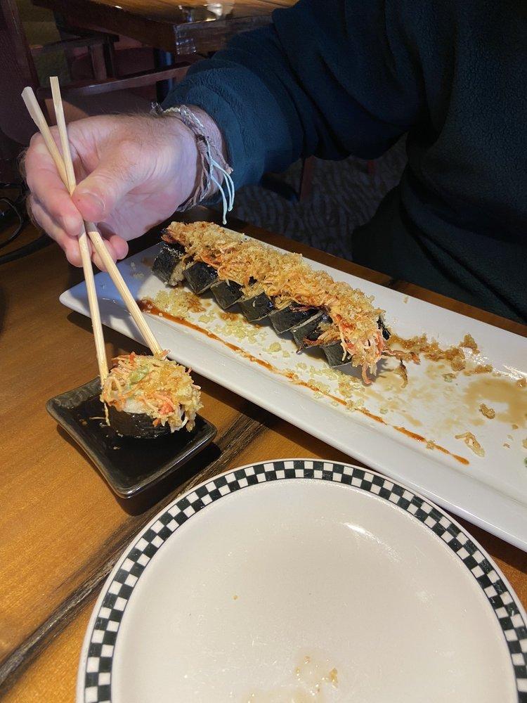 Luna Thai & Sushi Restaurant: 3990 NC-105S, Linville, NC