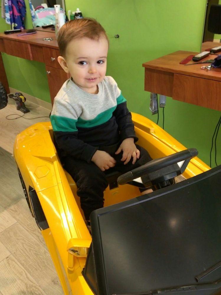 Buzzing Bee Kids and Family Hair Salon: 131 Main St, East Rockaway, NY