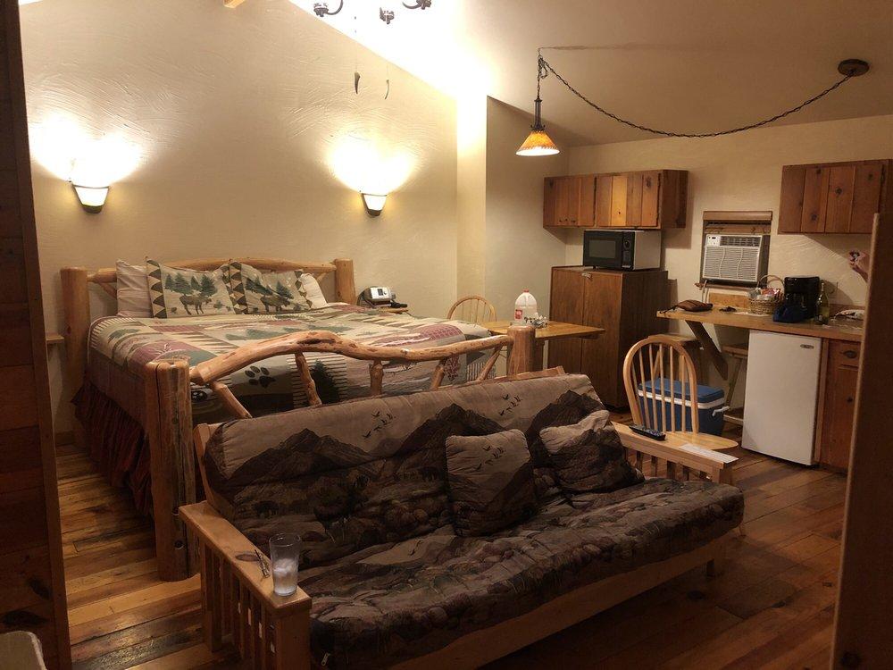 Nine Pines Motel: 2089 E White Mountain Blvd, Pinetop, AZ