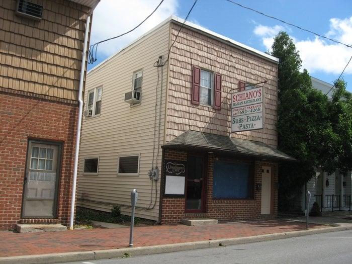 Schianos Italian Restaurant And Pizzeria: 317 Union St, Millersburg, PA
