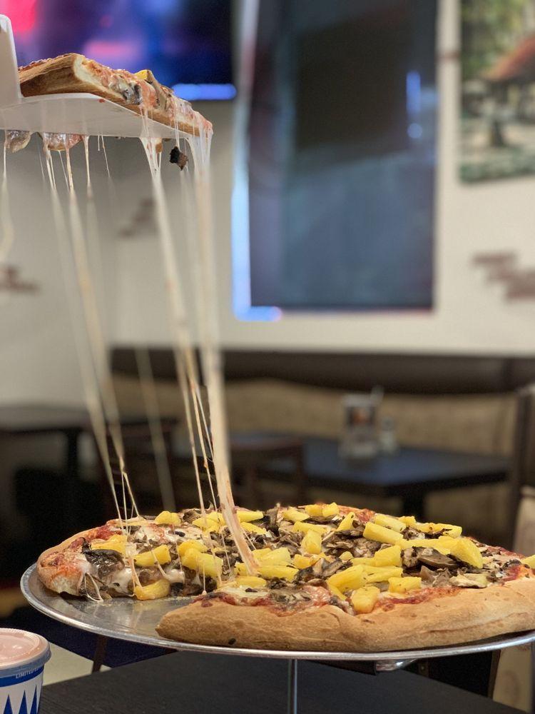 Brickhouse Pizza: 7028 Bright Ave, Whittier, CA