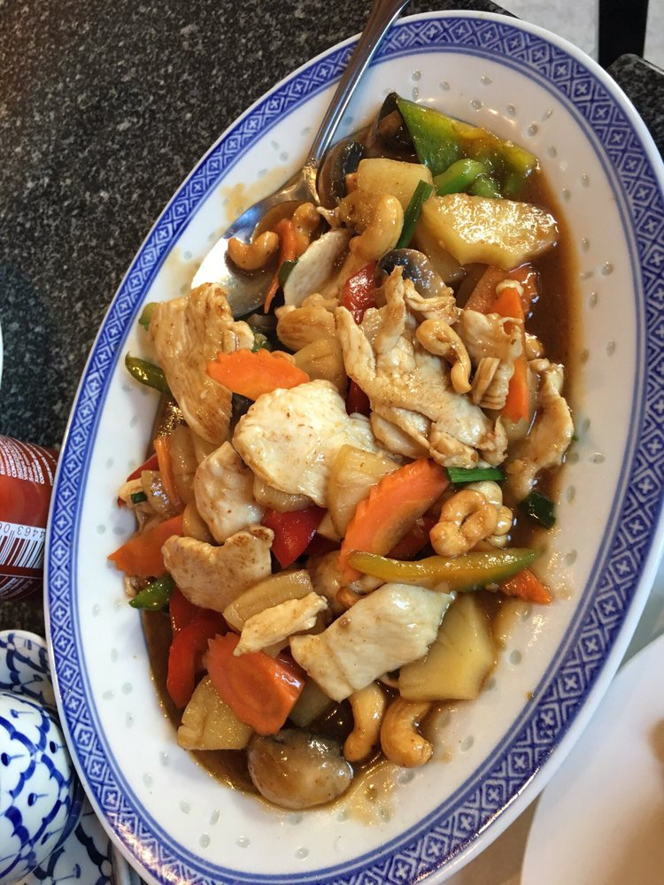 Cashew chicken served with rice on the side yelp for Aroy thai cuisine