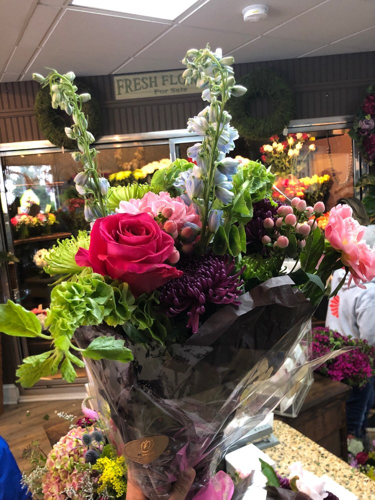 Allendale Flowers: 72 W Allendale Ave, Allendale, NJ