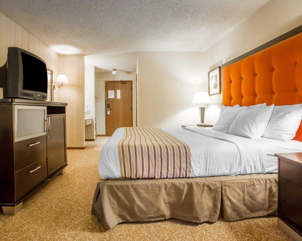 Econo Lodge Inn & Suites: 5110 Main St, Stevens Point, WI