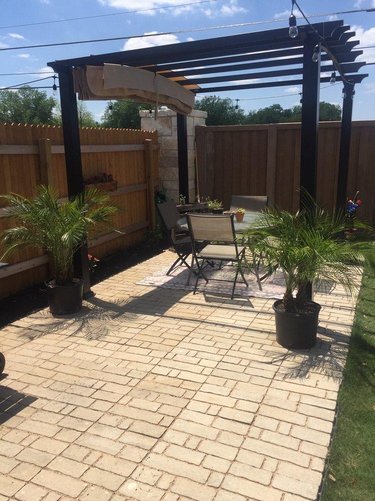 Roy's Palms: 901 E Saunders St, Laredo, TX
