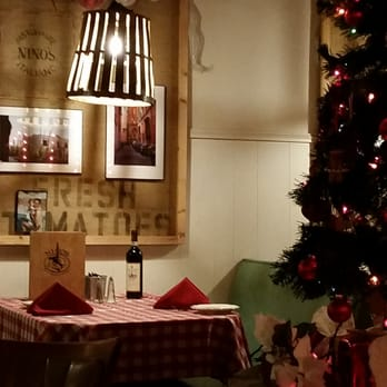 Photo Of Nino S Italian Restaurant Long Beach Ca United States Table