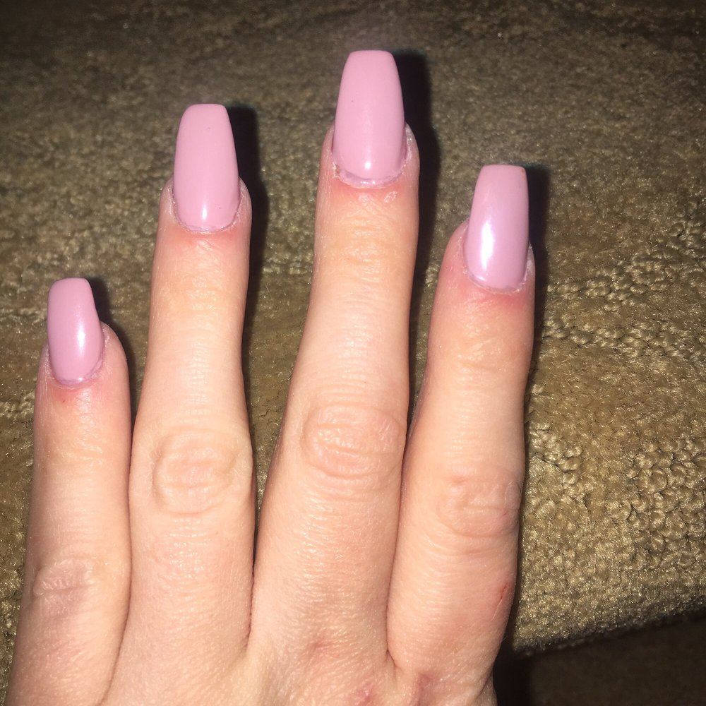I came in for a full set with shellac. The pinky nail is crooked and ...
