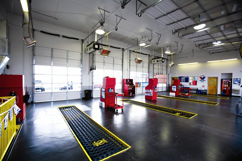 Express Oil Change & Tire Engineers: 1526 Woodruff Rd, Greenville, SC