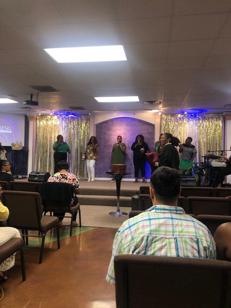 Victorious Life Family Worship Center: 8896 Richmond Dr, LaPlace, LA