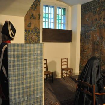 photo of muse de la conciergerie paris france marie antoinette and guard chapelle de la sorbonne chappelle de la