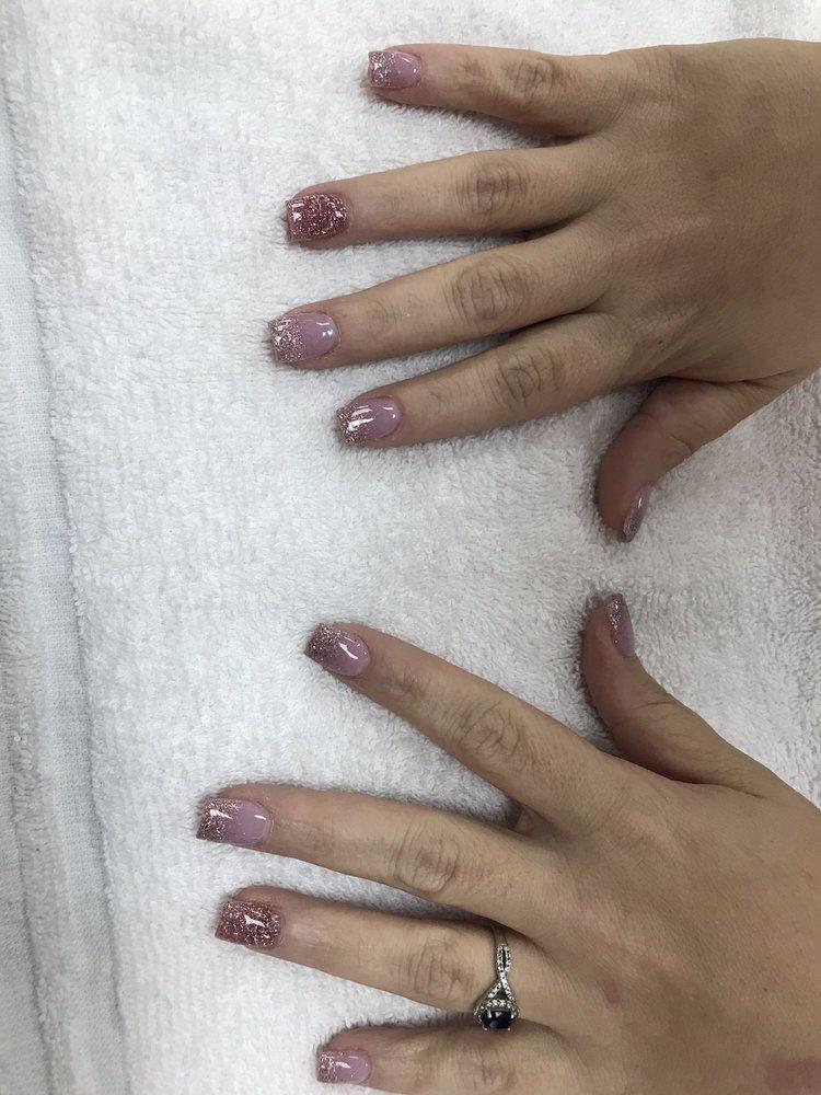 Starlight Nails: 8102 N Davis Hwy, Pensacola, FL