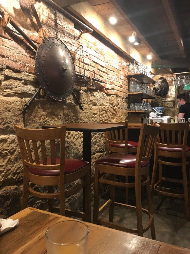 Duffers Restaurant & Pub: 39 N Main St, Fredericktown, OH