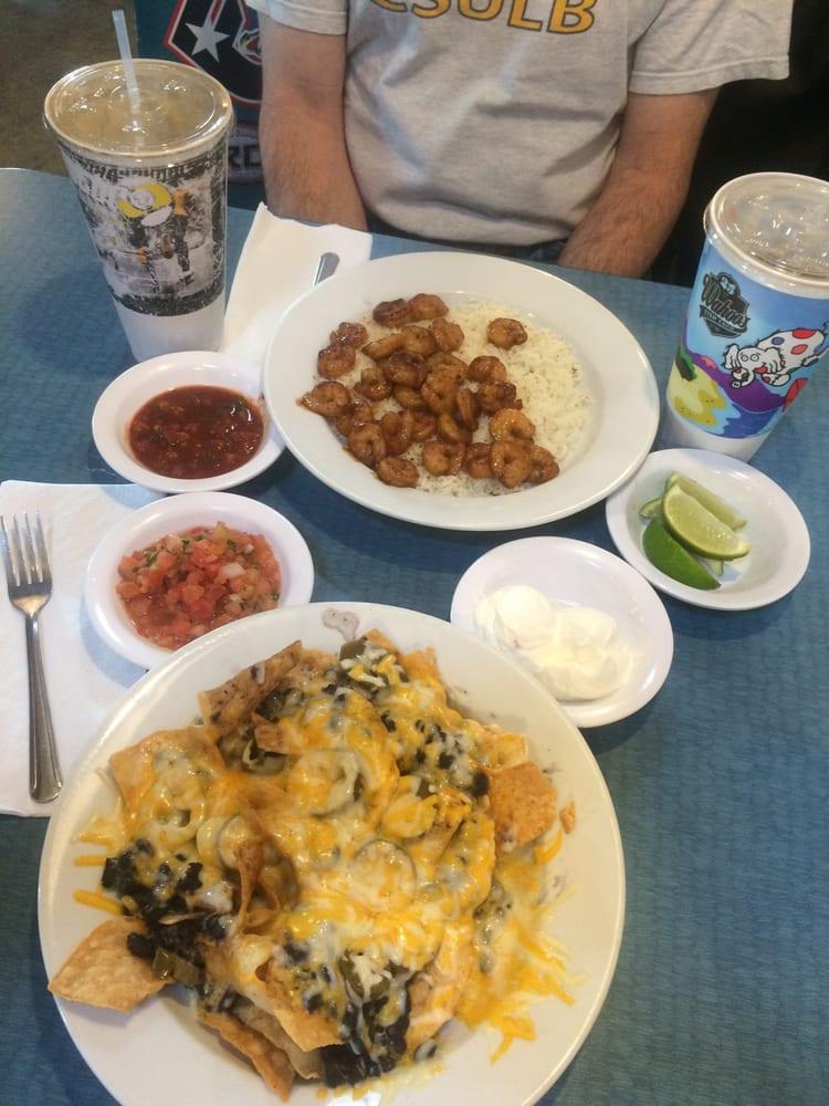 Nachos no meat w black beans shrimp bowl w no garnish for Wahoo fish taco