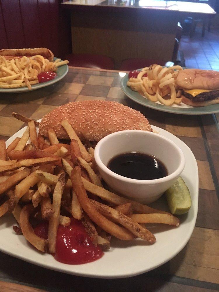 Fifth Av Restaurant & Lounge: 714 5th Ave, Antigo, WI