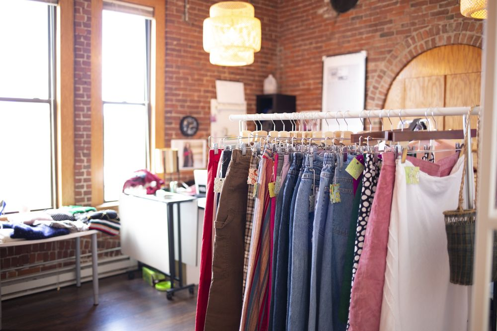 Lolita's Closet and Alterations: 158 Court St, Auburn, ME