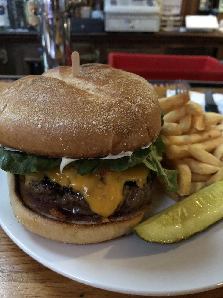 Country Tavern Cafe: 704 Long Hill Rd, Guilford, CT