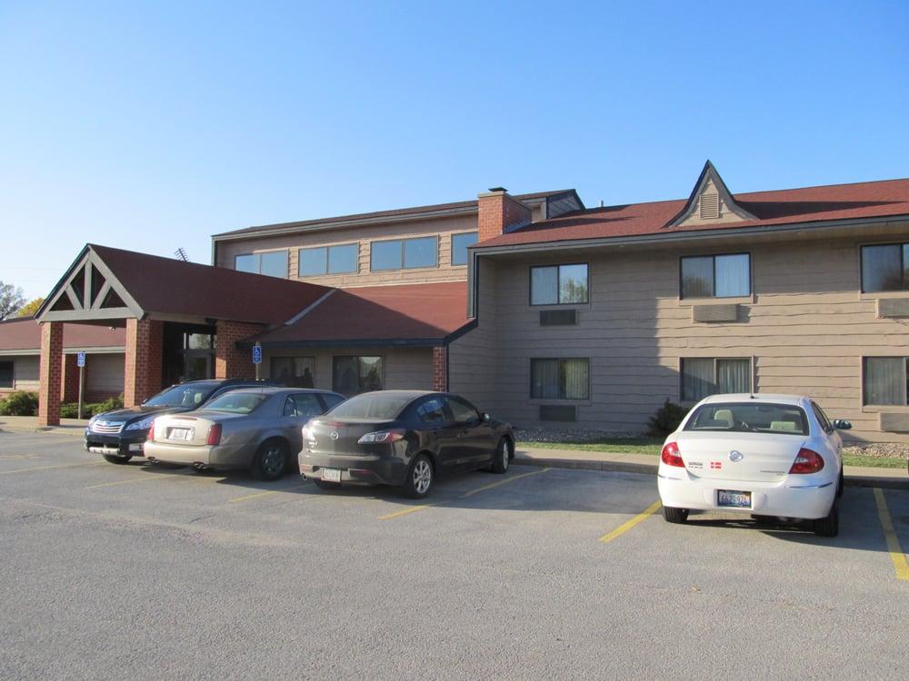 Tivoli Inn & Suites: 4037 Main St, Elk Horn, IA