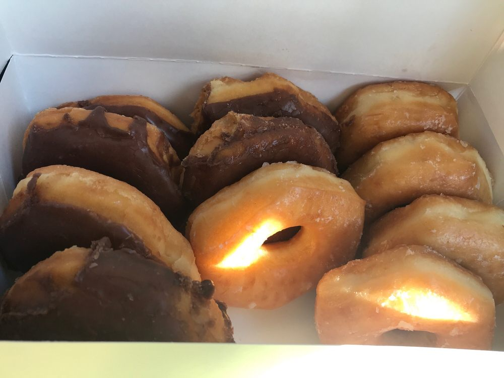 Donut Shop: 121 US Highway 175 W, Eustace, TX