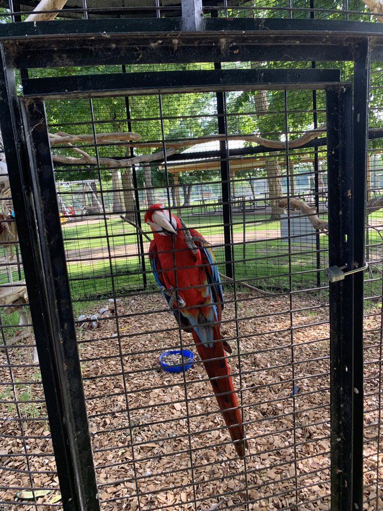 Trowbridge Creek Zoo: 50622 County Hwy 17, Vergas, MN