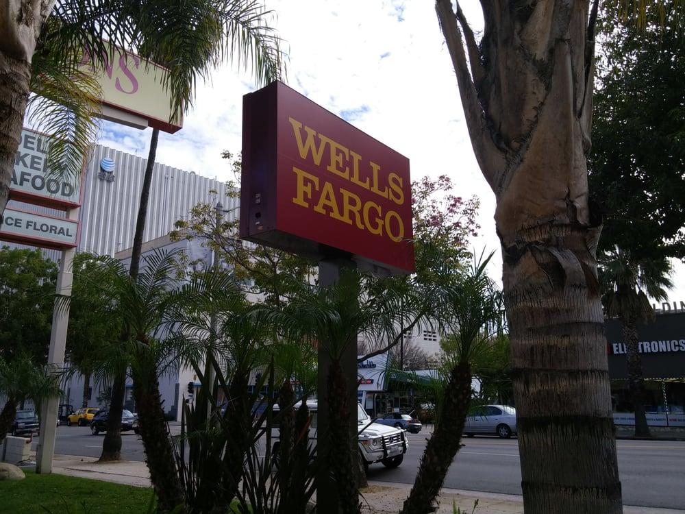 Wells Fargo location: VILLAGE OAKS, Bakersfield,