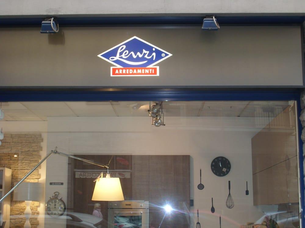Lenzi arredamenti tienda de muebles via masaccio 123 for Lenzi arredamenti