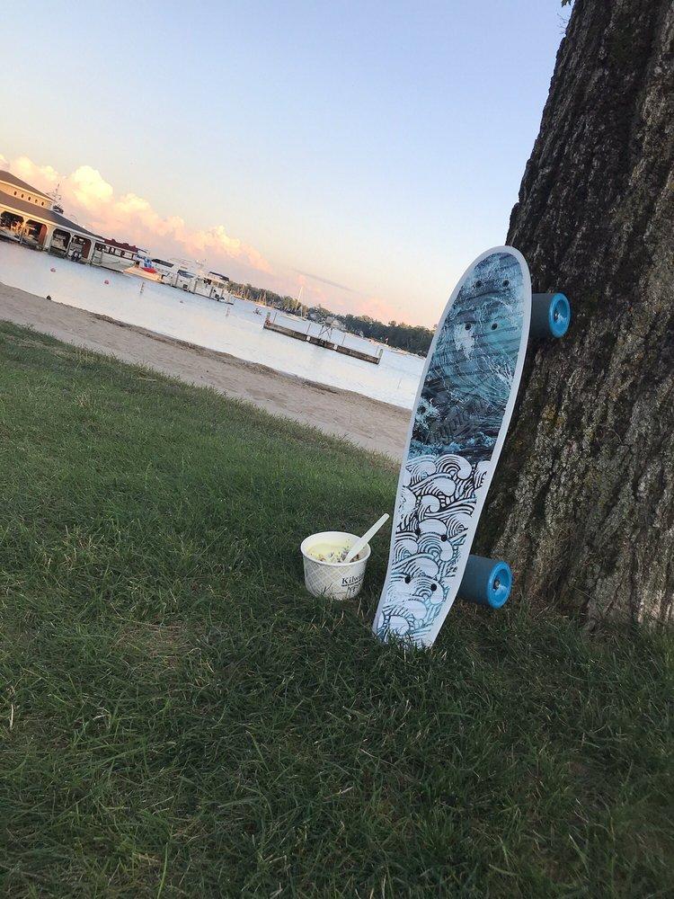 Zorn Park Beach: W Bay St, Harbor Springs, MI