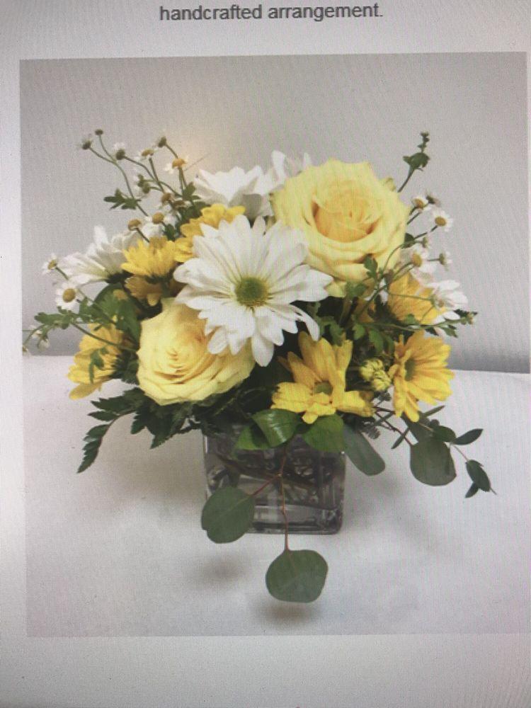 Hudson Flower Shop: 222 Locust St, Hudson, WI