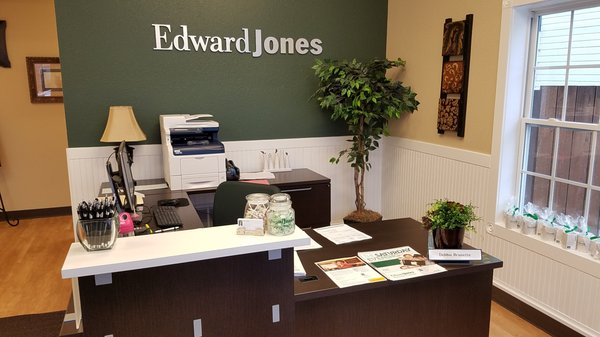 Photo Of Edward Jones   Financial Advisor: Amy L Williams   Merton, WI,