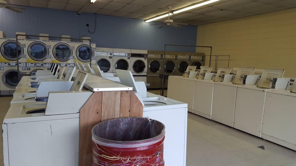 Northside Wash & Dry Laundromat: Northside Plz, Newton, MS