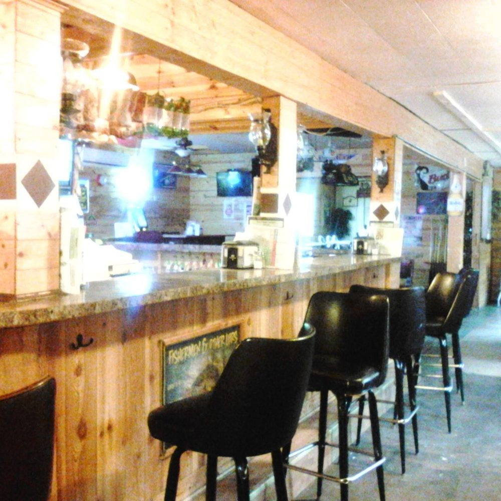 Urne's Whitetail Bar and Grill: W1805 County Rd, Durand, WI