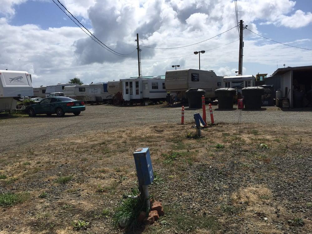 Beacon Charters & RV Park: 332 Elizabeth Ave SE, Ilwaco, WA