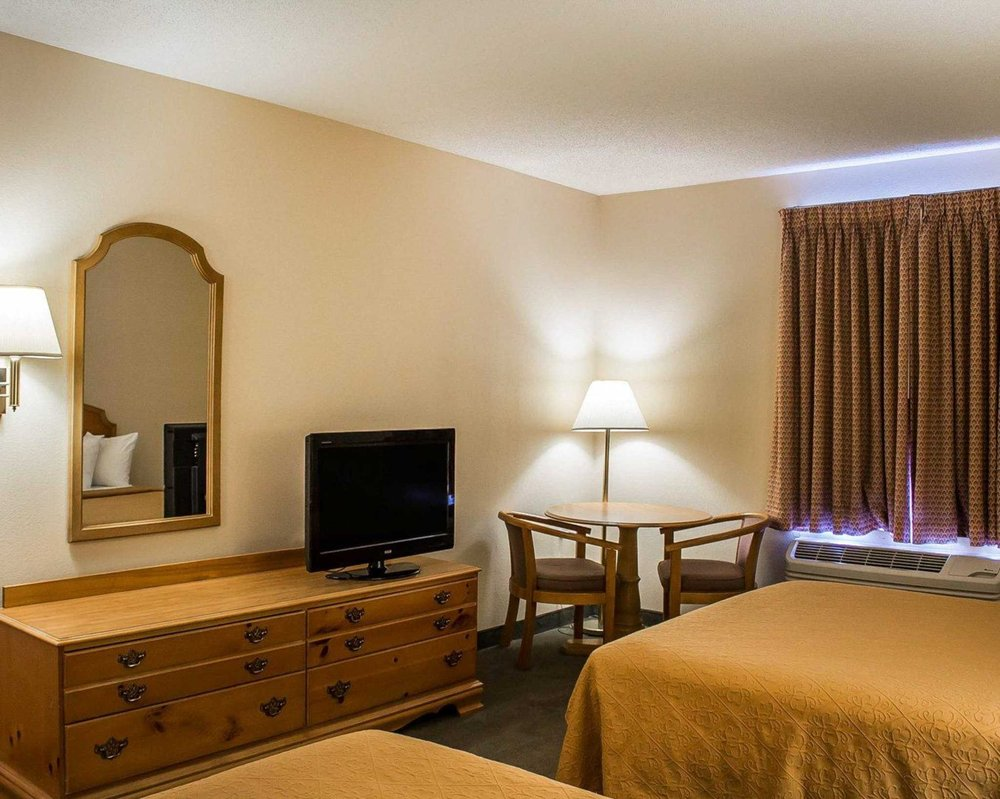 Quality Inn & Suites Bellville - Mansfield: 1000 Comfort Plaza Dr, Bellville, OH