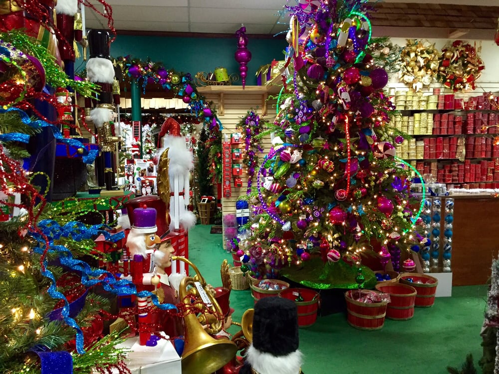 Dec 04,  · The rooms of decorations seem to be never ending at the Christmas Palace. From outdoor lights to tabletop villages, this place has it all for all styles/tastes. The prices can be a bit more than what you might find at the big box stores/5(21).