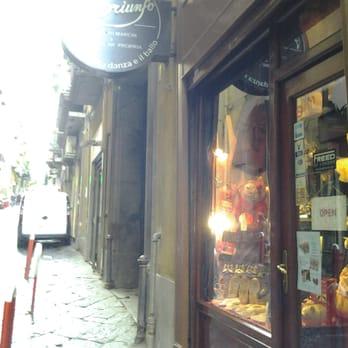 super popular 24d06 b69d6 Triunfo Store - Abbigliamento sportivo - Via Nardones 107 ...