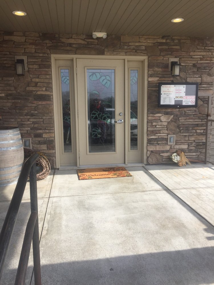 Miletta Vista Winery: 1732 Hwy 281, St. Paul, NE