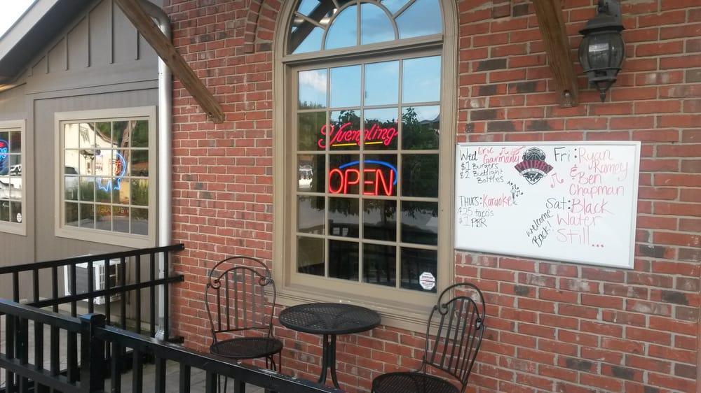 Phibbs Bar & Grill: 96 Fieldstone Village Dr, Rock Spring, GA