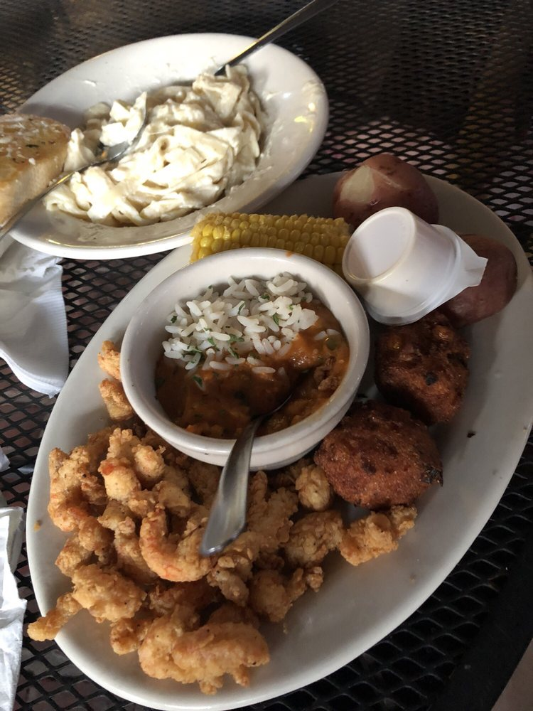 Mama's Oyster House: 608 Front St, Natchitoches, LA