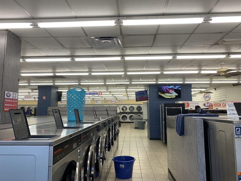 World O' Suds Coin Laundry: 430 E Main St, Apopka, FL