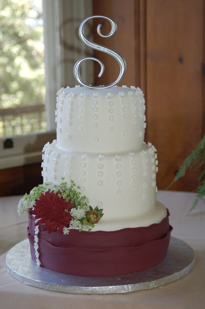 burgundy wedding cake flowers white amp burgundy cascading flowers wedding cake yelp 12243