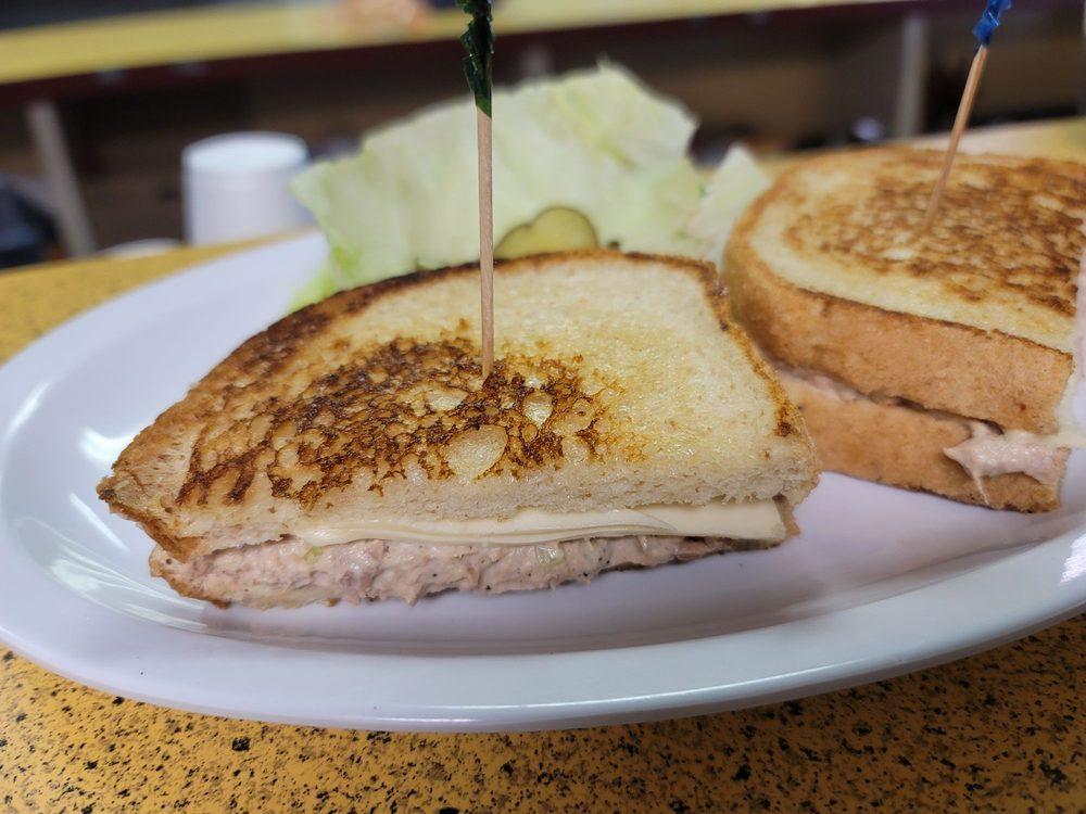 Debby's Café: 25525 Lone Tree Rd, Escalon, CA