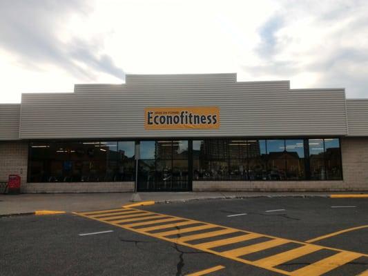 Econofitness gyms 5800 boulevard cavendish c te saint for Bureau en gros hours