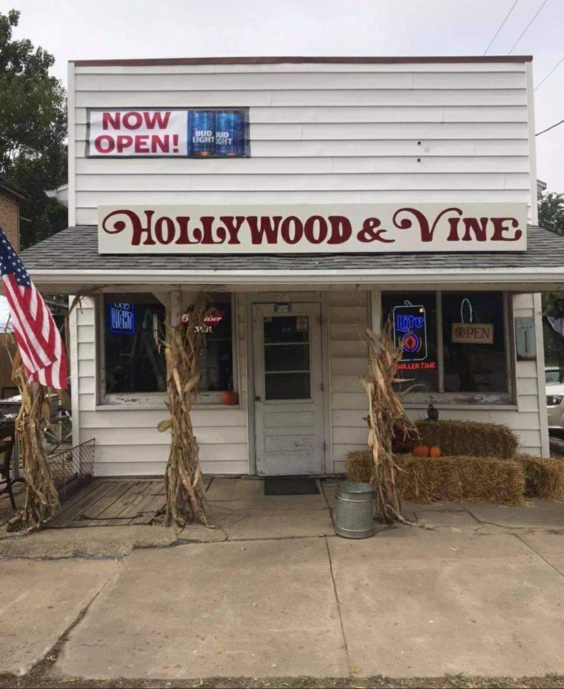 Hollywood & Vine: 101 South 2900 E St, Hollowayville, IL