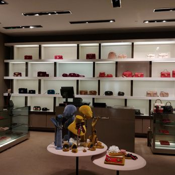 4338eb050 Gucci at Saks Fifth Avenue - 22 Photos - Leather Goods - 5800 Glades ...