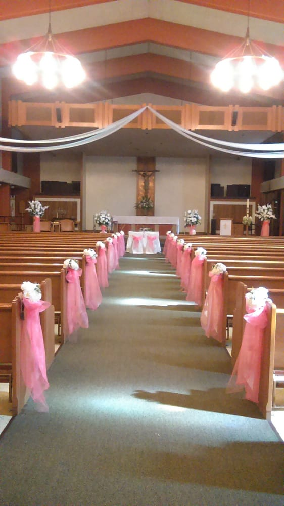 Simple church wedding decor the image for Decoration 4 wedding