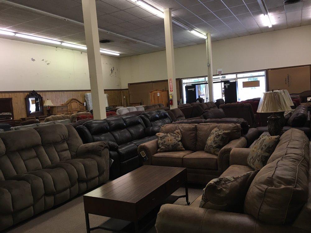 Lindsey's Carlton Furniture Gallery: 104 N Palestine St, Athens, TX