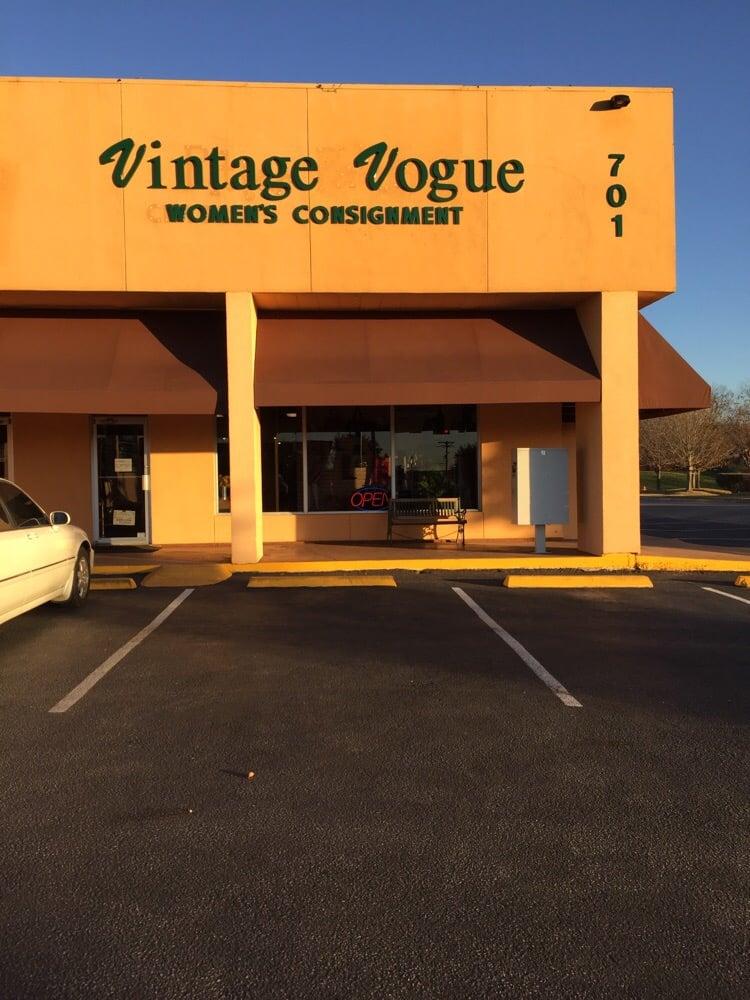 Vintage Vogue: 701 US N Hwy, Marble Falls, TX