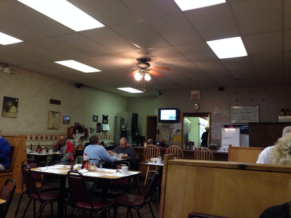 Mugs Restaurant: 18 S Chestnut St, Jefferson, OH